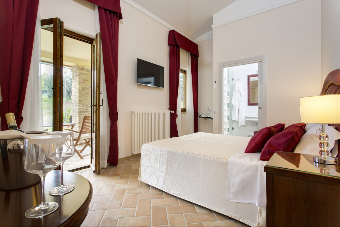 Suites borgo gentile for Aggiungendo un portico coperto ad un doppio largo